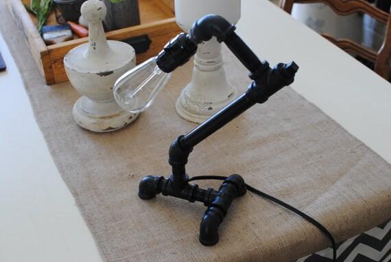 lampe industrielle lampe de tube tuyau de par ednafayecreations. Black Bedroom Furniture Sets. Home Design Ideas