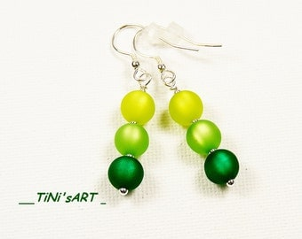 Silver earrings with Polaris beads in shades of green