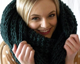 Oversized Snood Infinity Cowl Scarf Chunky Knit Forest Green