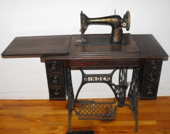 Antique 1910 Singer Treadle Sewing Machine Table - Includes Original Parts and Accessories