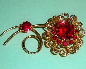 Red Stone Flower Brooch.  60's Red Floral Pin. Red Flower Brooch. Colorful Brooch.