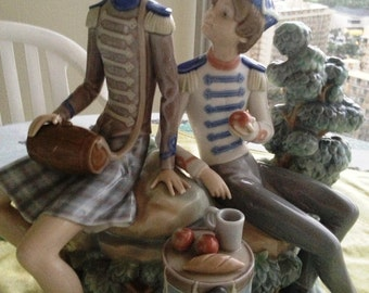 Lladro Vivandiere and Soldier 1305 - Retired for over almost 40 years. Mint