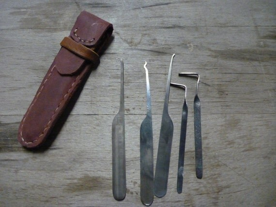 Lockpick tool set with leather case