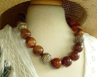2.105.0012 Chunky carnelian statement necklace with goldplated silver beads and fastener