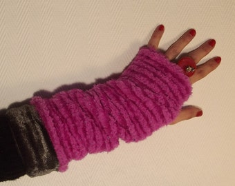 The reversible mitts pink and grey...