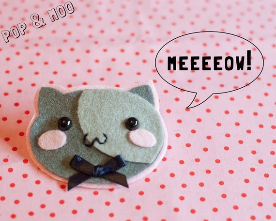 Cute cat brooch / Kawaii felt kitty pin / Adorable grey kitten badge with navy blue ribbon bow by Pop and Moo.