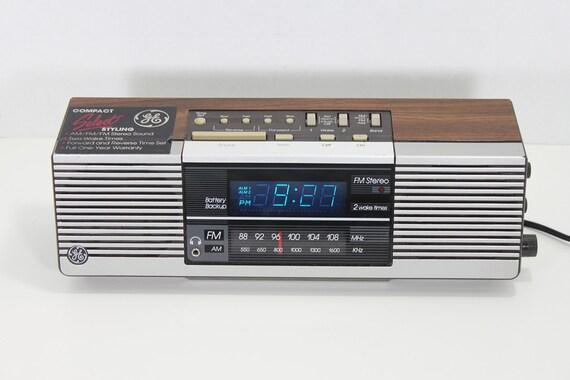 vintage general electric am fm stereo digital two alarm clock. Black Bedroom Furniture Sets. Home Design Ideas