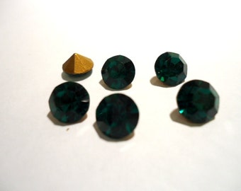 Vintage Glass Round Emerald Green colour Glass Rhinestone Chaton  7mm foiled pointed back - 6 pieces