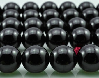 39 pcs of Black Onyx smooth round beads in 10mm