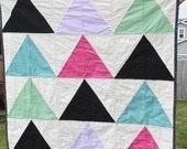 Modern Baby quilt-Triangle geometric