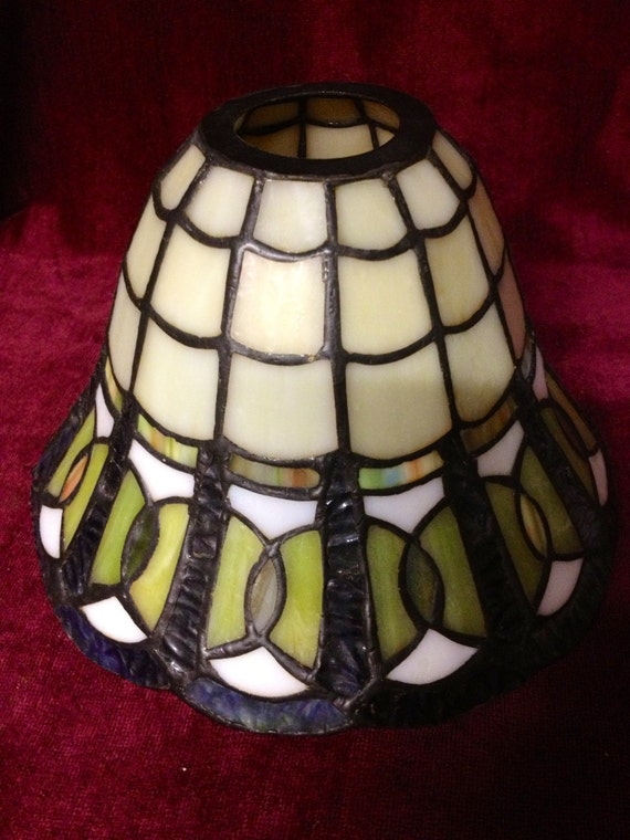 quoizel collectibles stained glass lamp shades. Black Bedroom Furniture Sets. Home Design Ideas