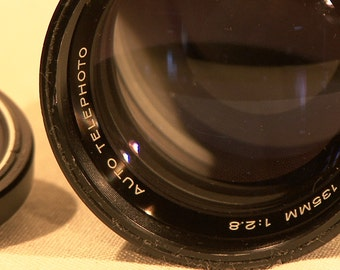 Vivitar 135mm 1:2.8 Auto Telephoto 55mm Portrait Lens w/Canon CD Mount & Sliding Camera Hood