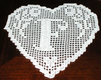 "Filet crochet PATTERN schema ""F"" MONOGRAM sweetheart did crochet filet.pdf"