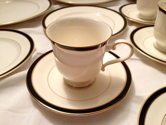 Sale 18 PC Set Fine China Dinnerware MIKASA Porcelain Petite