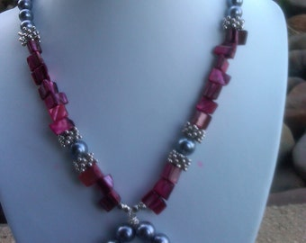 Mother of pearl shell glass pearl necklace