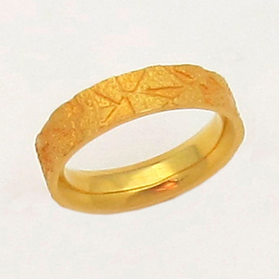 18K Gold Ring, Size 9.5