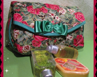 Lovely green trousse with red roses
