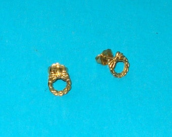 Vintage 1980s Gold Wreath Avon Brand Earrings