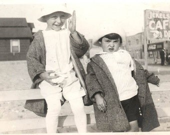 vintage photo Children at Ocean Park Venice Beach Jekels Cafeteria 1914