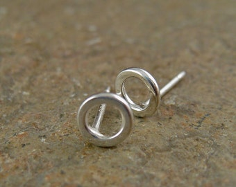 Minimal Sterling Silver Stud Earrings Modern Post Earrings Small Silver Circles Studs 4mm Little Circle Silver Earrings