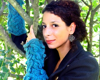 Knitting Pattern- Dragon Cabled Gauntlets