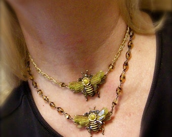 Bee Jewelry, Bee Necklace, Honey Bee Necklace, Bumble Bee, Bee Jewelry, Bee Keeper Gift, Vintage Bee Necklace.