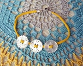 RICHARME round Thai Button Bracelet in Bright Yellow and Pearly White