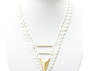 Lace necklace - Frill - Ivory or black lace, with brass