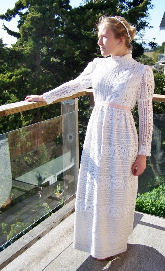 Lace Dress 70s Renaissance modest maxi size S / M etsy Wedding