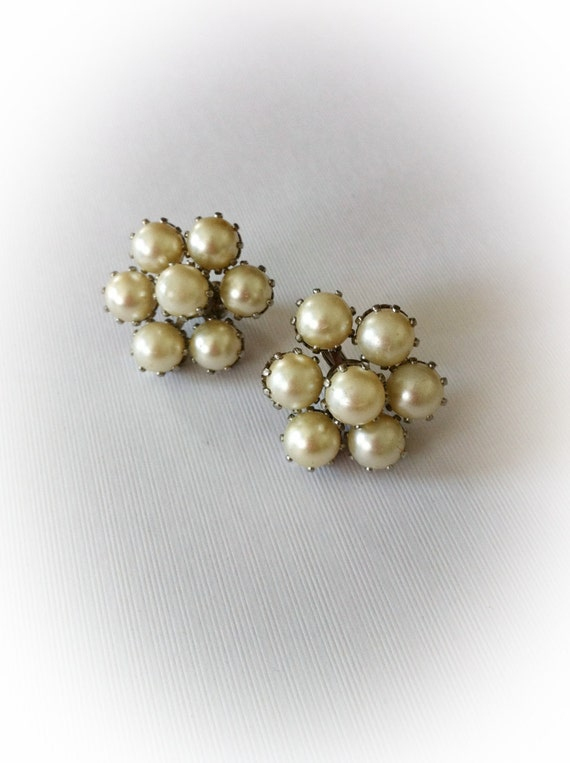 Vintage  Earrings Faux Pearl Cluster Clip On