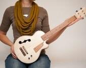 Les Paul style Tenor ukulele Natural wood semi-hollow electric