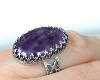 Big amethyst silver ring. Sterling silver gothic pattern band. Purple stone. Size 7