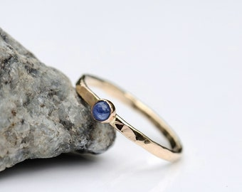 Blue sapphire ring, hammered engagement ring, solid 14K gold ring, size 6 ring, hammered ring with natural cornflower blue sapphire