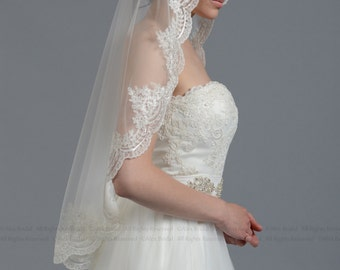 Mantilla bridal wedding veil ivory 50x50 fingertip alencon lace