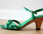 vintage emerald green sandal heels // leather straps and bows SIZE 7.5 US