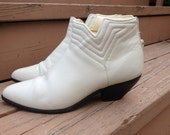 1980s vintage / White Leather Low Ankle Booties Size 7