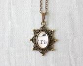 Kleine Noten Halskette.  Einer der freundlichen Anhänger aus Vintage Noten unter Glas hergestellt.  Viktorianische inspiriert Schmuck