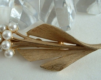 Vintage Faux Pearl Flower Cluster Pin Brooch Gold Textured Modern Leaf 1950 Mid Century