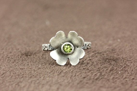 Four Leaf Clover Irish Celtic Ring - Natural Peridot Gemstone - Sterling Silver or 14k Yellow Gold - Special Occasion, Unique Promise Ring
