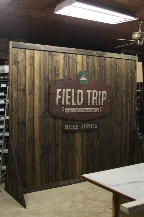 Trade show rustic custom portable wall display for shop or for Movable pallets