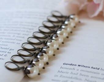 Bridesmaid Earrings, Set of 5 Cream Pearl Earrings, Five Pairs Antique Gold Leaf Pearls Drop Earrings. Vintage Style Bridal Party Gift