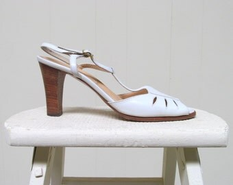 Vintage 1970s Shoes / 70s Ivory Leather High Heeled Sandals / Designer Mabel Julianneli / Size 6 - 7 USA