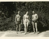 "Vintage Photo ""Pool Time with Friends"", Photography, Paper Ephemera, Snapshot, Old Photo, Collectibles - 0008"