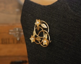 Gold Pearl Brooch - Interlocking Circles - Flowers - Real Pearl - Pin - Pendant