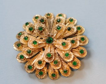 1950s gold and emerald green brooch