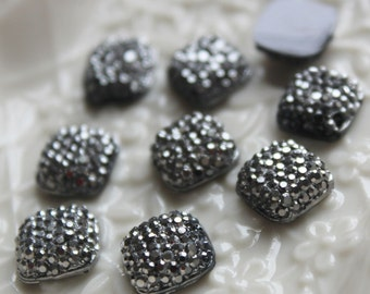 25pcs.. 10mm Sparkly Square Bead in Shiny Grey