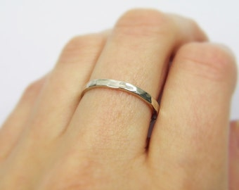 Hammered wedding band. 14k White gold thin wedding band. 2mm hammered wedding band. Delicate wedding band.  matte wedding ring (gr9130-468b)