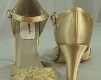 GOLD WEDDING HEELS Size 9 with organza champagne / gold appliqué, Thick Heel, Open Peep Toe, Ankle Strap, Wedding in Gold, Old Hollywood