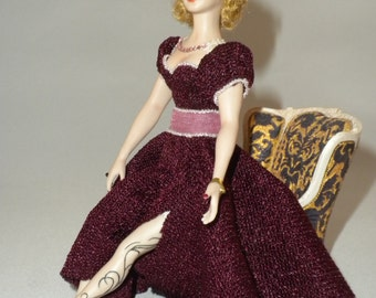 Modern Lady Porcelain Doll, 1 inch Scale Dollhouse Miniature