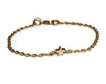 Dainty Star Bracelet, Gold Everyday Jewelry, Modern and Simple